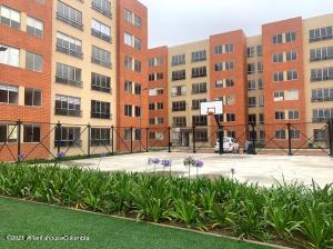 Apartamento En Ventaen Chia, 20 De Julio, Colombia, CO RAH: 21-1821
