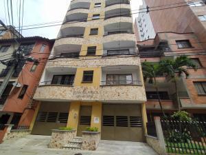 Apartamento En Ventaen Sabaneta, Calle Del Banco, Colombia, CO RAH: 21-1826