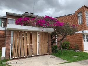 Casa En Arriendoen Bogota, Niza, Colombia, CO RAH: 21-1828