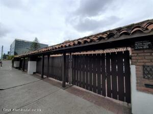 Casa En Arriendoen Bogota, La Calleja, Colombia, CO RAH: 21-1841