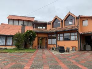 Casa En Ventaen Chia, La Primavera, Colombia, CO RAH: 21-1842