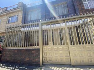 Casa En Ventaen Bogota, Ciudad Montes, Colombia, CO RAH: 21-1907