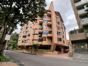 Apartamento En Arriendoen Bogota, Los Rosales, Colombia, CO RAH: 21-1920