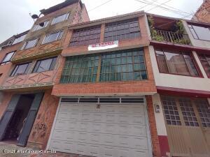 Casa En Ventaen Bogota, Castilla, Colombia, CO RAH: 21-1922