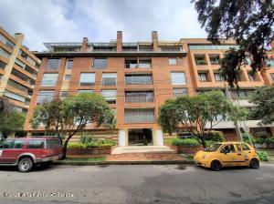 Apartamento En Arriendoen Bogota, Chico Norte Ii, Colombia, CO RAH: 21-1974