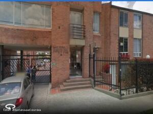 Casa En Arriendoen Bogota, Portales Del Norte, Colombia, CO RAH: 21-1958