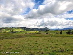 Terreno En Ventaen La Calera, San Luis, Colombia, CO RAH: 21-2039