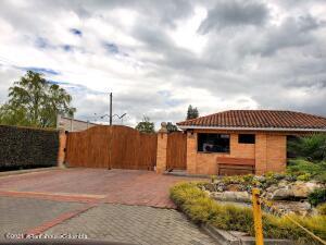Casa En Ventaen Cajica, Vereda Canelon, Colombia, CO RAH: 21-2040