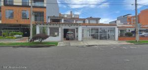 Casa En Arriendoen Bogota, Nueva Autopista, Colombia, CO RAH: 22-10
