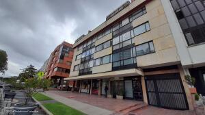 Apartamento En Arriendoen Bogota, Santa Barbara Alta, Colombia, CO RAH: 22-35