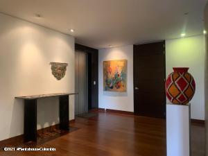 Apartamento En Ventaen Bogota, El Refugio, Colombia, CO RAH: 22-65