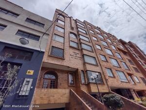 Apartamento En Arriendoen Bogota, Chapinero Alto, Colombia, CO RAH: 22-105