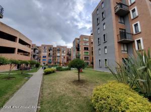 Apartamento En Arriendoen Mosquera, Ciudad Sabana, Colombia, CO RAH: 22-109