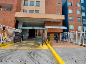 Apartamento En Arriendoen Bogota, Pradera Norte, Colombia, CO RAH: 22-243