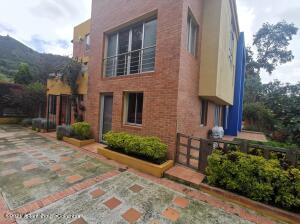 Casa En Ventaen Chia, Vereda Cerca De Piedra, Colombia, CO RAH: 22-257