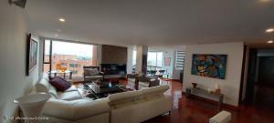 Apartamento En Arriendoen Bogota, Los Rosales, Colombia, CO RAH: 22-274