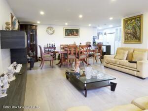 Apartamento En Ventaen Bogota, Chico, Colombia, CO RAH: 22-279