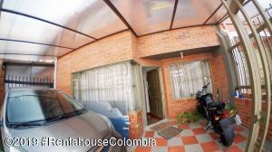 Casa En Ventaen Chia, Sabana Centro, Colombia, CO RAH: 22-297