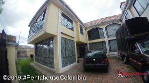 Casa En Ventaen Chia, 20 De Julio, Colombia, CO RAH: 22-304