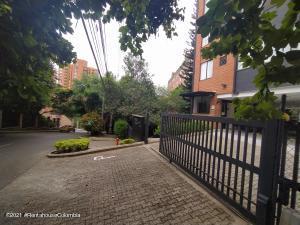 Apartamento En Ventaen Medellin, El Campestre, Colombia, CO RAH: 22-489