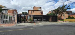 Casa En Ventaen Bogota, Cedritos, Colombia, CO RAH: 22-504