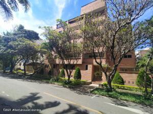 Apartamento En Ventaen Medellin, Laureles, Colombia, CO RAH: 22-491