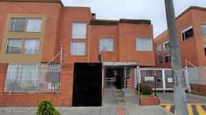 Casa En Ventaen Bogota, Modelia, Colombia, CO RAH: 22-606
