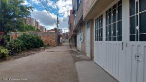Terreno En Ventaen Bogota, San Antonio Norte, Colombia, CO RAH: 22-14