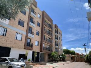 Apartamento En Arriendoen Chia, Pinares De Chia, Colombia, CO RAH: 22-649