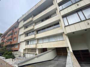 Apartamento En Arriendoen Bogota, Chico Norte, Colombia, CO RAH: 22-652