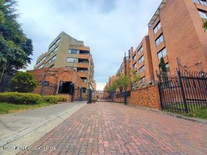 Apartamento En Ventaen Bogota, Colina Campestre, Colombia, CO RAH: 22-712