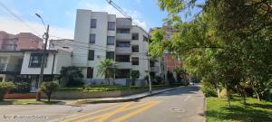 Apartamento En Ventaen Medellin, Conquistadores, Colombia, CO RAH: 22-726