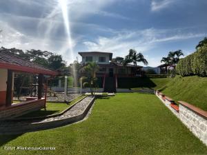 Casa En Ventaen Cocorna, Vereda La Pinuela, Colombia, CO RAH: 22-729