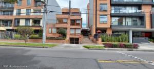 Apartamento En Ventaen Bogota, Nueva Autopista, Colombia, CO RAH: 22-760