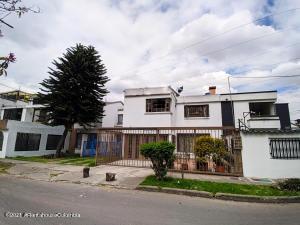 Casa En Ventaen Bogota, Modelia Occidental, Colombia, CO RAH: 22-770