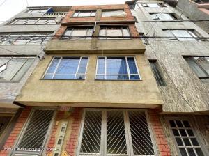 Casa En Ventaen Bogota, Santa Rita, Colombia, CO RAH: 22-805