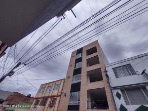 Apartamento En Ventaen Bogota, San Fernando, Colombia, CO RAH: 22-842