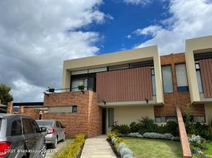 Casa En Arriendoen Cajica, Calahorra, Colombia, CO RAH: 22-859