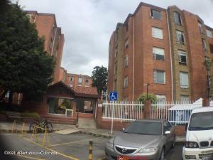 Apartamento En Ventaen Bogota, Colina Campestre, Colombia, CO RAH: 22-867