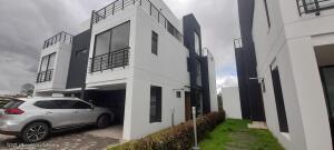 Casa En Ventaen Cota, Vereda Pueblo Viejo, Colombia, CO RAH: 22-898