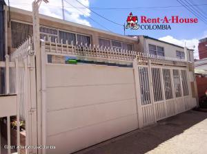 Casa En Arriendoen Bogota, Santa Ana Occidental, Colombia, CO RAH: 22-941