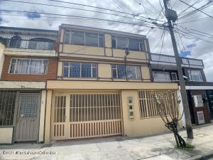 Casa En Ventaen Bogota, Bavaria, Colombia, CO RAH: 22-979