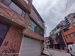 Casa En Ventaen Bogota, Castilla, Colombia, CO RAH: 22-981