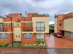Casa En Ventaen Chia, Vereda Bojaca, Colombia, CO RAH: 22-1026