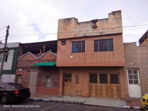 Casa En Ventaen Bogota, Santa Lucia, Colombia, CO RAH: 22-1046