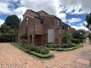 Casa En Ventaen Bogota, Cedro Golf, Colombia, CO RAH: 22-1121