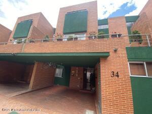 Casa En Ventaen Bogota, Casa Blanca Suba, Colombia, CO RAH: 22-1177
