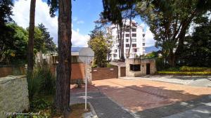 Casa En Arriendoen Bogota, Cerros De Suba, Colombia, CO RAH: 22-1120