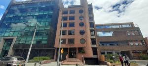 Oficina En Ventaen Bogota, Antiguo Country, Colombia, CO RAH: 22-1240