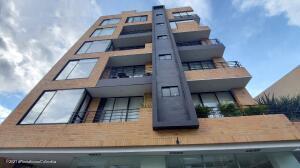 Apartamento En Arriendoen Bogota, Santa Bárbara, Colombia, CO RAH: 22-1325